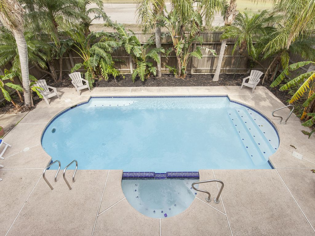 106 W Sunset Dr.: Large house with private pool and hot tub! 5 min ...