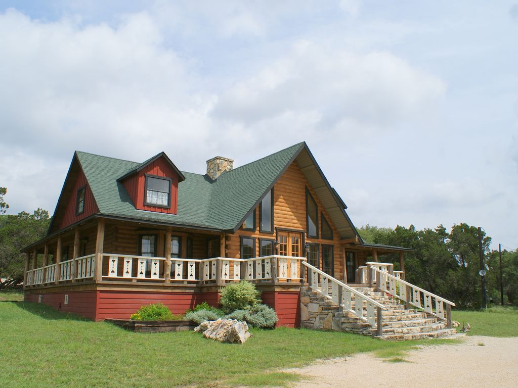 Affordable Hill Country Log Home w/pool, Perfect for your Hill Country vacation!