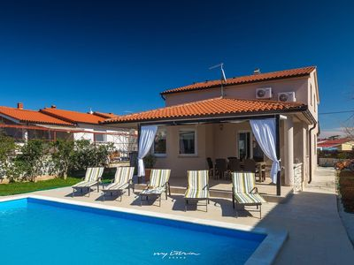 Photo for Lovely villa with private pool near the sea