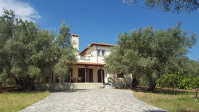 Photo for Beautiful villa 2km from Lefkas downtown