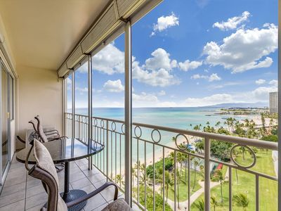 Beachy Chic Suite w/Majestic Ocean View, Free WiFi, Kitchen Ease–Waikiki Shore #1308