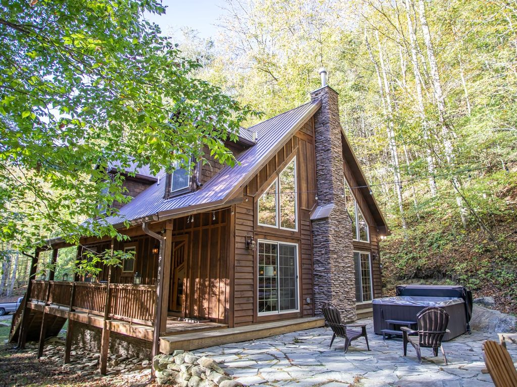 Charming Mountain Cottage with Hot Tub, Firepit, King Suite, Pet Friendly,  Fishing, Hiking, Skiing - Banner Elk
