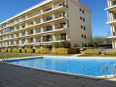 Photo for Ground floor apartment with access to the pool 2 minutes from the beach