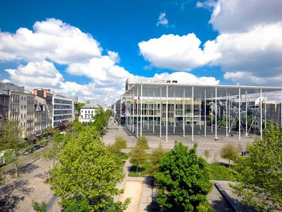 Photo for Fully equipped flat antwerp bird market 65m