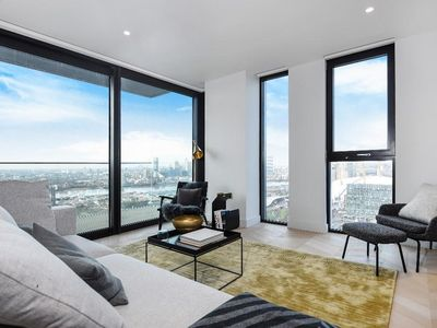 Photo for Stylish 16th floor flat in the heart of London Preview listing