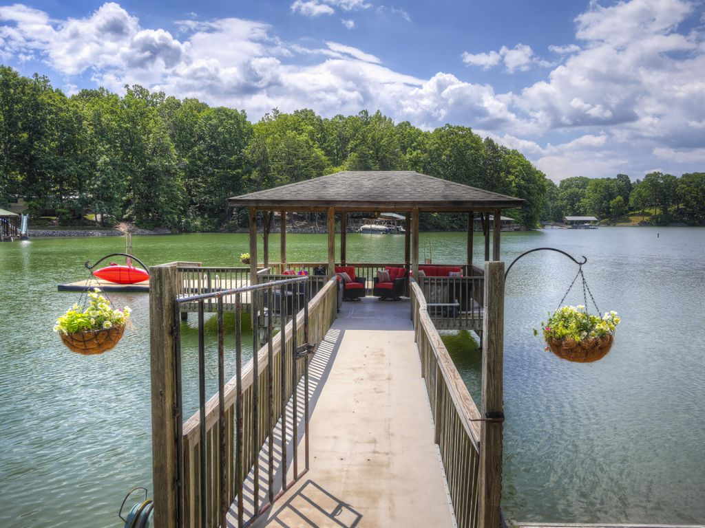 Perfect Family Or Business Retreat Sherrills Ford North