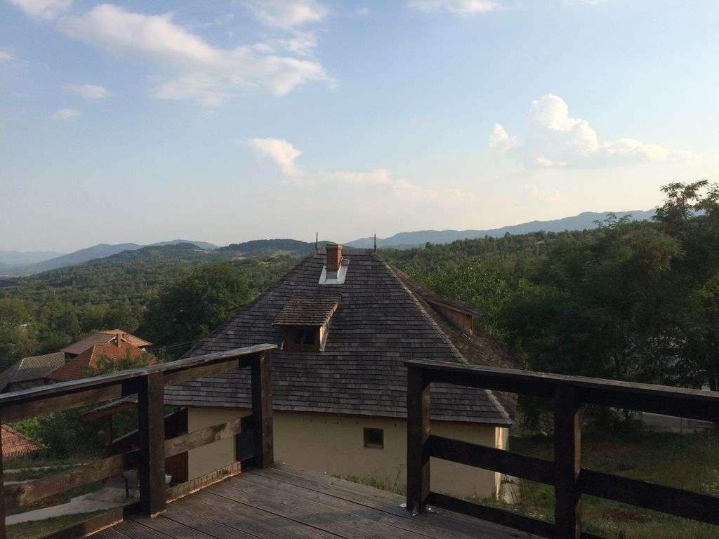 Nucsoara Vacation House overlooking the Doamnei Valley with large garden