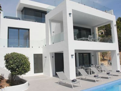Photo for Sea view in all luxury. New and modern!