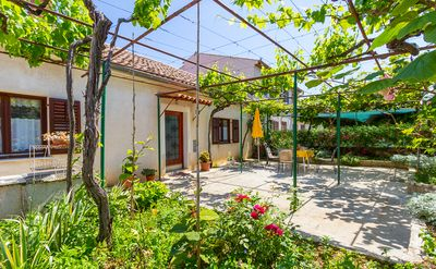 Photo for Holiday house in Pula with bedroom, kitchen, bathroom, washing machine, pets allowed, terrace and barbecue
