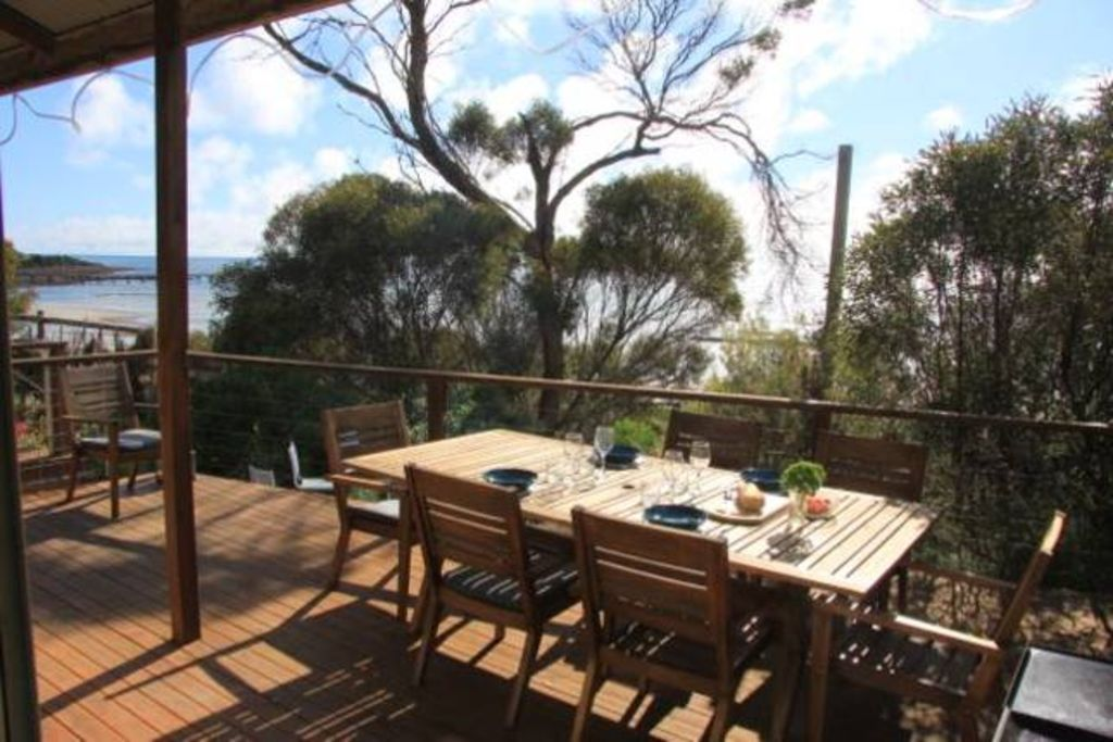 Emu Bay Stay - beach house in the dunes