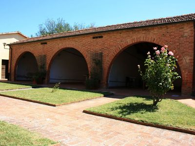 Photo for Lovely apartment for 4 guests with WIFI, pool, pets allowed and parking, close to Cortona