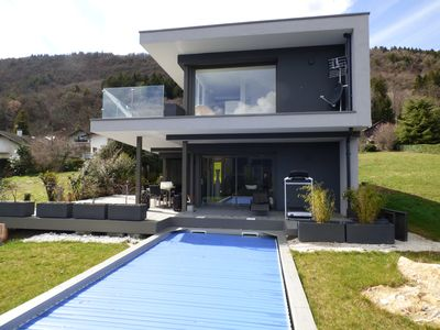 Photo for Villa / charming house with pool, near the lake