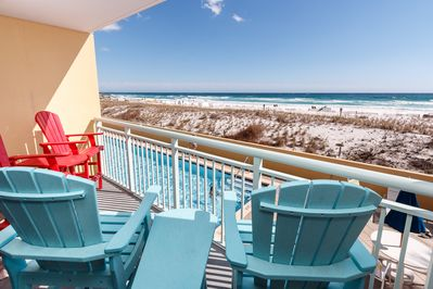 Comfortable balcony seating with a perfect view! - Comfortable balcony seating with a perfect view!