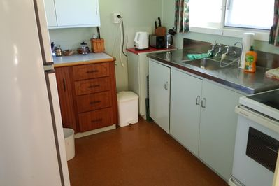 Tidy fully equipped kitchen.