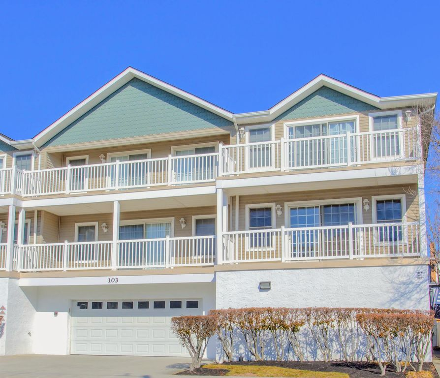 Condos For Rent With Garage: Beautiful, Clean 2 Story Condo W/ Garage- Close To