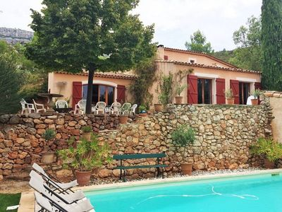 Photo for Provencal family home quiet in an exceptional setting, 6 bedrooms.