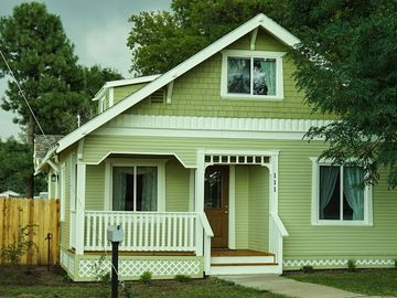Historical 3 bedroom, 3 bath Home 1/2 block from Rte 66 in beautiful Williams AZ