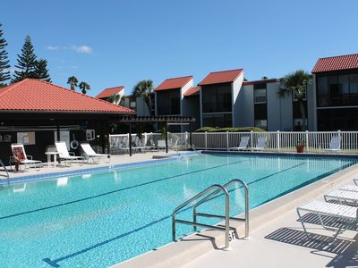 Photo for Updated 2 bed 2 bath 10 Mins from Siesta Key