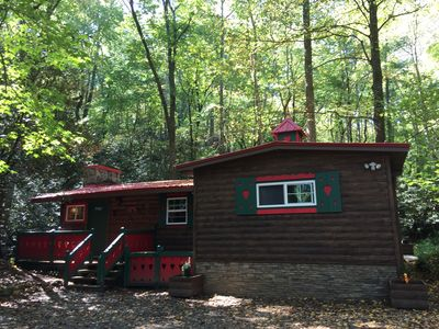 Beautifully Renovated 1970's Log Cabin on Creek just minutes walking to downtown