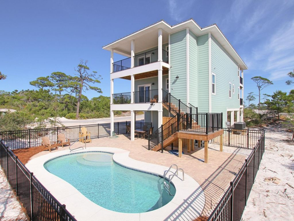 Luxury home with beach bay views private pool elevator for Home elevators direct
