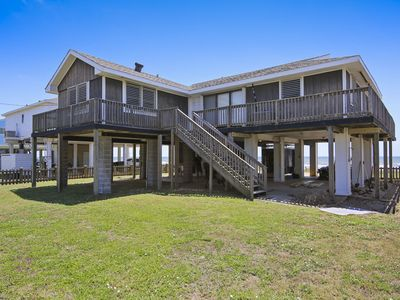 Betsy's Beachfront Cottage: 1st row, huge balcony & best value! FREE activities!