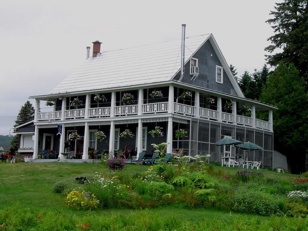 Welcome To Our Three Story Heritage Waterfront Country Home In The Lauians