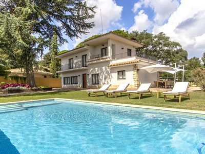 Photo for Villa Pedrosa up to 10 guests, only 15min drive to the Circuit of Montmelo