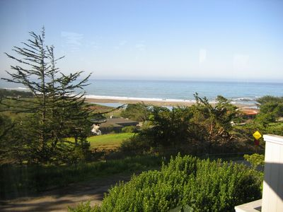 Ocean view - Look at that view! It's even better when you're watching it with a cup of coffee or a glass of wine in your hand! You can see the ocean, the beach, the estuary and Shamel Park!