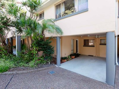 Photo for 3 'Frangipani', 30 Leonard Avenue - great townhouse with air con