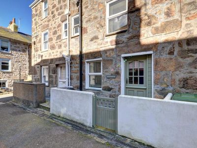 Photo for Cosy holiday home made of natural stone in the historical part of Saint Ives