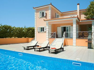 Photo for Cliff top Villa w/infinity pool, a short drive from amenities