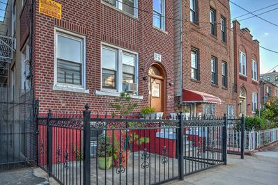 Escape to The City That Never Sleeps and stay at this vacation rental apartment in the Bronx.
