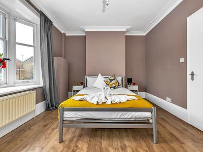 Photo for Selsdon Road Apartment