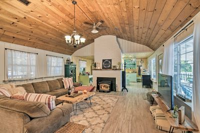 Make this vacation rental house your home-away-from-home in Strawberry!