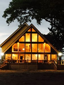 Moon Lake MS lakeside lodge perfect for family or couples getaway!