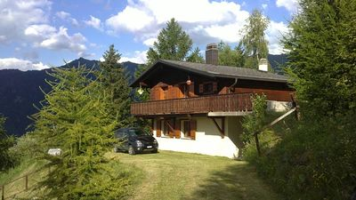 Photo for Superb 4 Valleys Chalet close to pistes - beat the queues