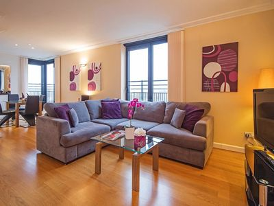 Photo for Kensington 2 bed Apt with Balcony and City Views