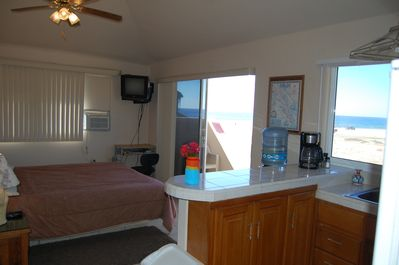 King size bed with terrace and ocean view of the surf!