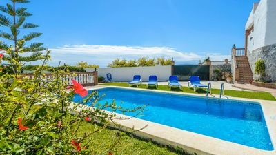 Photo for Holiday villa for four people in Nerja