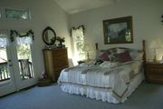 Icaria Creek- Relax Amongst the Vineyards in Alexander Valley