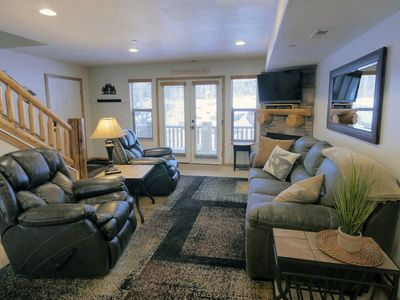 Photo for Deluxe 3 bedroom Moose Hollow condo with large kitchen/ living area and 2 master suites