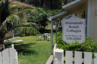 Entrance to Waimanlao Beach Cottages from our parking lot.