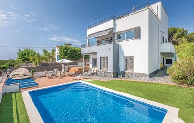 Photo for 7 bedroom accommodation in Sant Pol de Mar