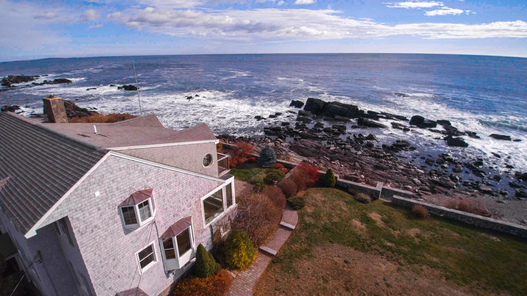 Maine oceanfront escape homeaway for Cabin rentals in maine with hot tub