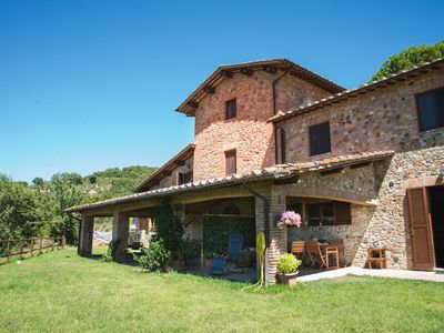 Photo for Idyllic Tuscan-Umbrian apartments within a villa with pool