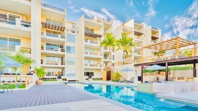 Photo for Amazing 2 bedroom POOL FRONT and Jacuzzi Condo!