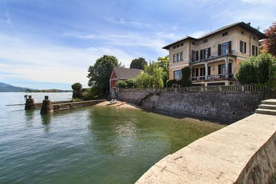 Holiday villa by the shores of the lake in walking distance of center Baveno