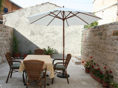 Photo for One bedroom apartment with terrace Vrboska (Hvar)