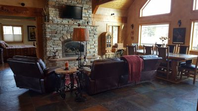 beautiful great room w/ gas fireplace, vaulted ceilings, flat screen TV, stereo