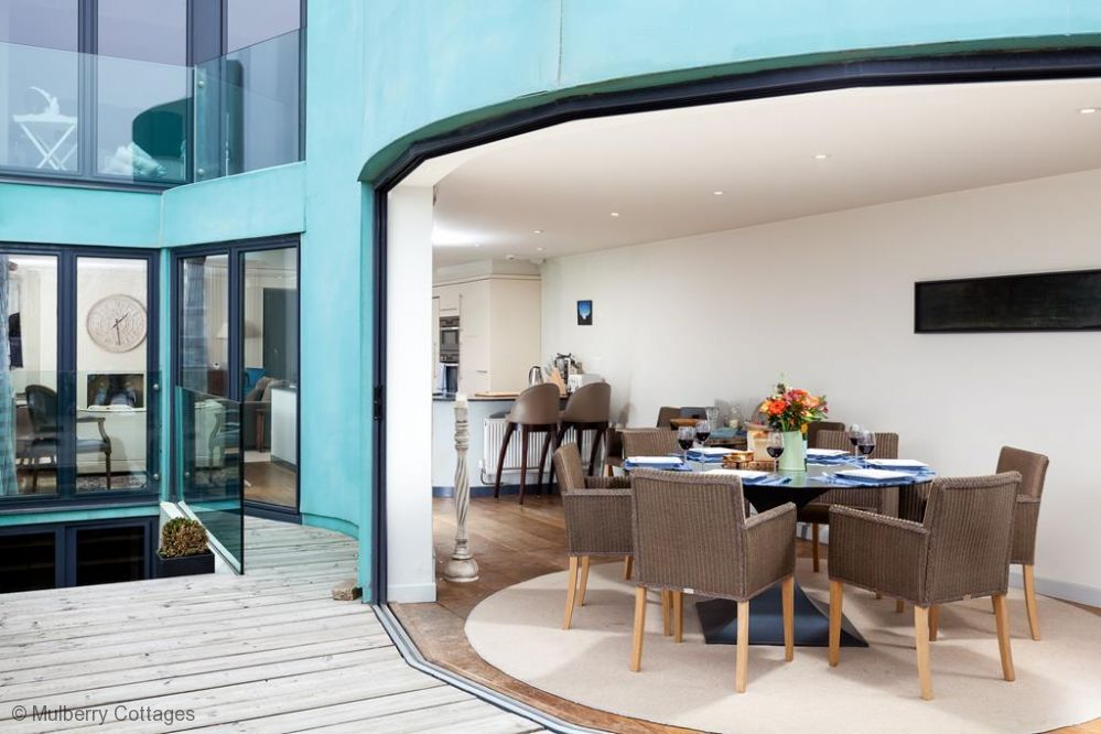 The Beach House at Sandgate - a house that sleeps 11 guests in 4 bedrooms